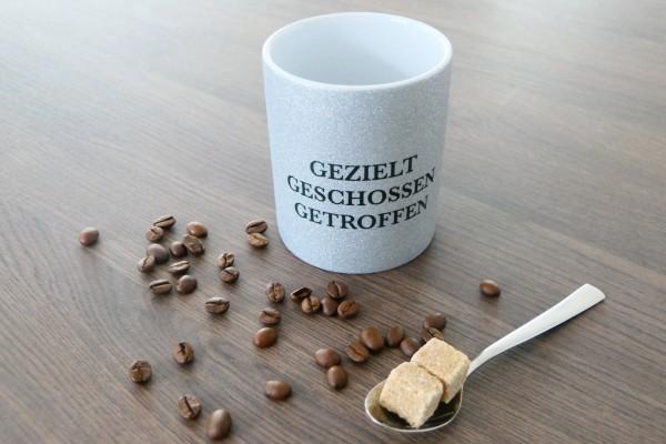 """Glitzer-Tasse mit Spruch """"Gezielt....."""""""